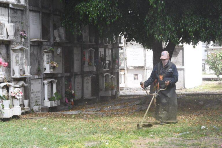 Abrirán panteones durante Dia de Muertos