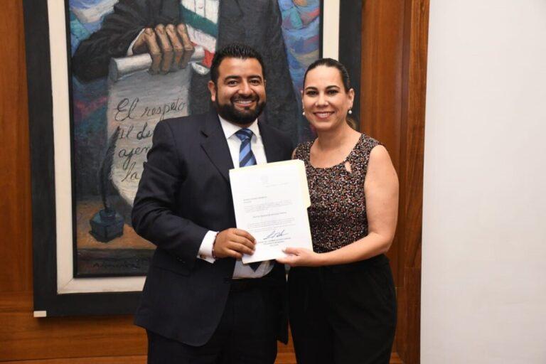 Entrega la Presidenta Lorena Alfaro nombramientos a funcionarios